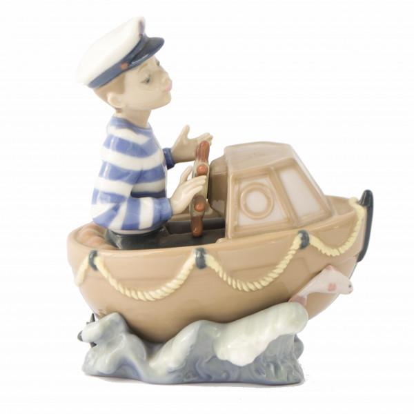 Figurka chłopiec w motorówce Lladro left