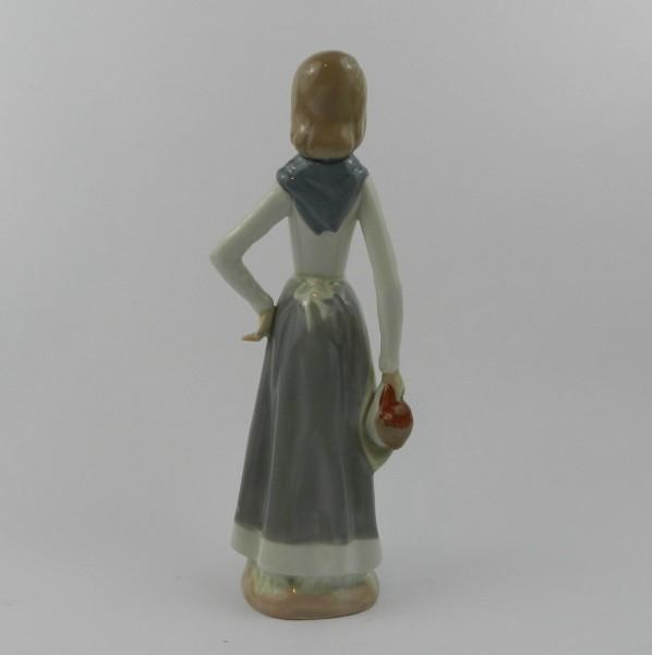 Figurka Casades - dziewczyna z koszem back