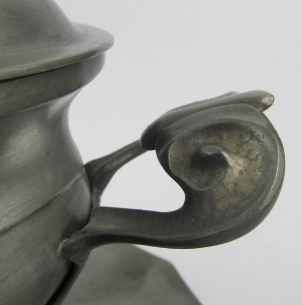 Duża cynowa waza z paterą handle
